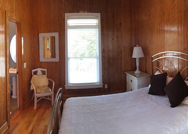 1st fl Guest Bedroom, Queen