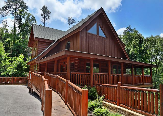 4BR Cabin  Newly Furnished  Floor to Ceiling Fireplace  Canopy Bed in  Master. Rental Unit 1956 91300 in Sevierville Tennessee