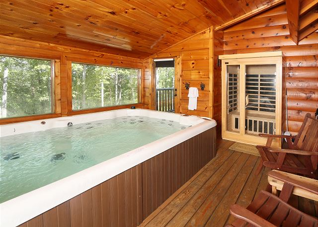 The swim and spa pool in the cabin.