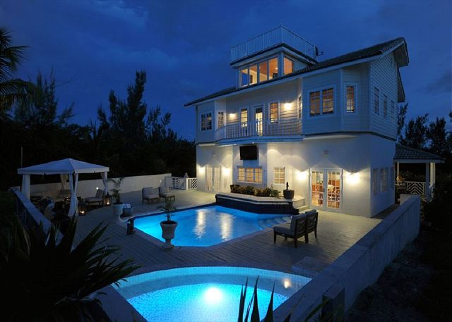 Contemporary Beach House, Heated Pool, Hot Tub, Home Theater. SUMMER SPECIAL