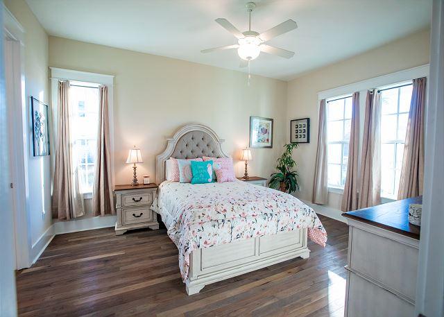 1st Floor Master Suite with Queen Bed