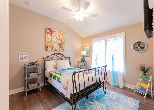 2nd Floor Guest Bedroom with Queen Bed