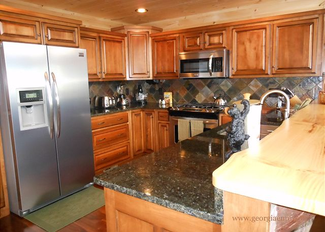 Granite counters, terrazzo tile and hardwood floors. Fully equipped.