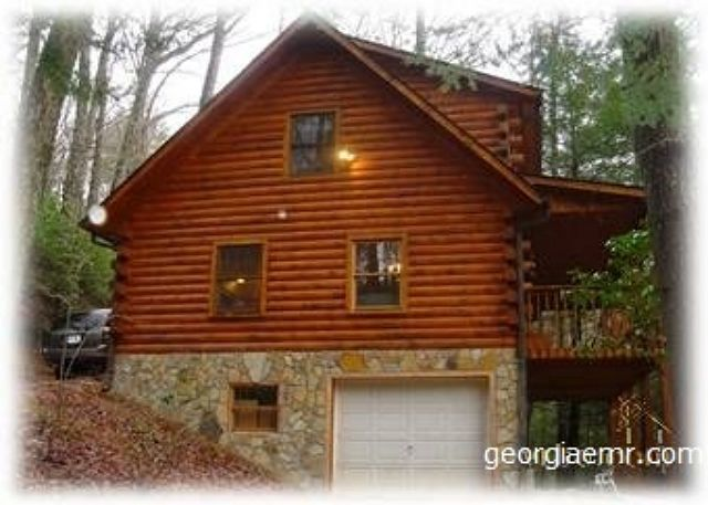 Skip's Bearly Rustic Cabin! A true log home with luxury amongst scenery!!