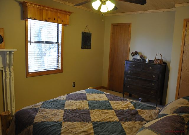 Queen Size Suite Main Floor