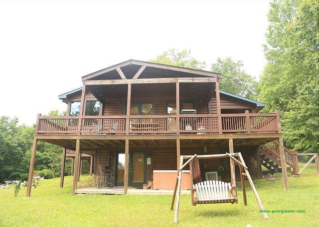 Georgia vacation getaway cabin rental blue ridge for Pet friendly cabin rentals in blue ridge ga