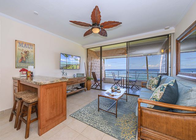KULEANA 622 -OCEANFRONT Steps from water! New Remodel!