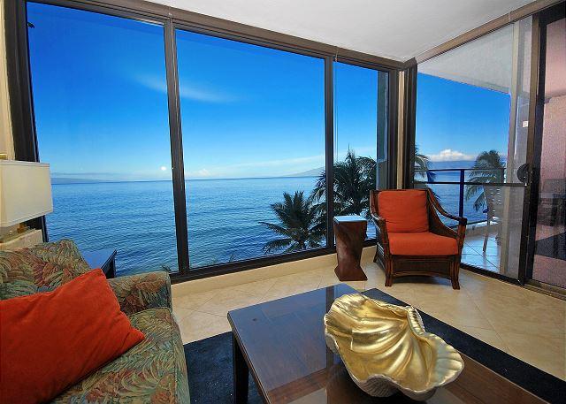 Mahana Oceanfront 1 bedroom, 1 bath condo with incredible panoramic views!