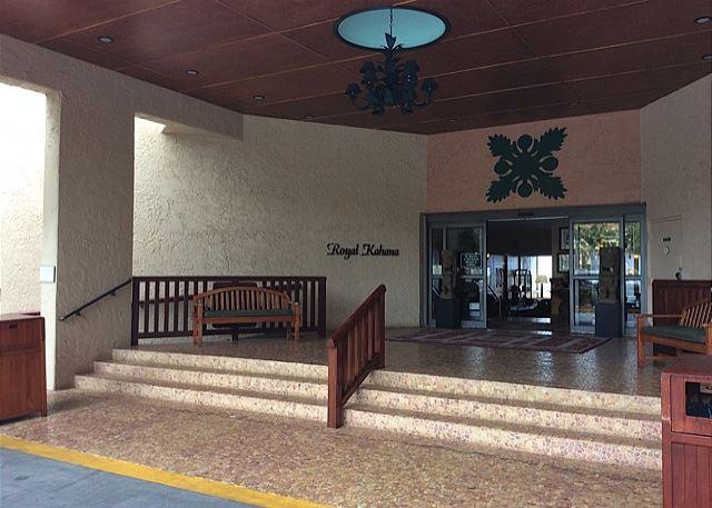 Royal Kahana entrance