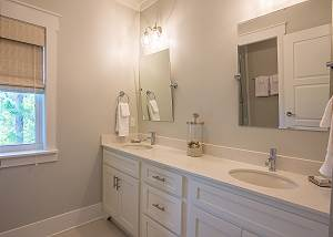 Master bath with dual vanity sinks