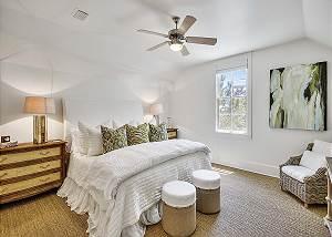 2nd Floor King Suite. New sisal carpet!