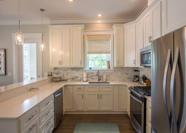 Full kitchen with stainless steel appliances - cooks will love spending time here!