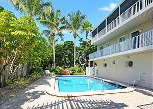 Tropical Terrace -- Townhouse 1 block to the beach - PET FRIENDLY!