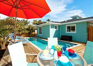 St. Maarten 3 minute walk to the beach with a PRIVATE HEATED POOL!