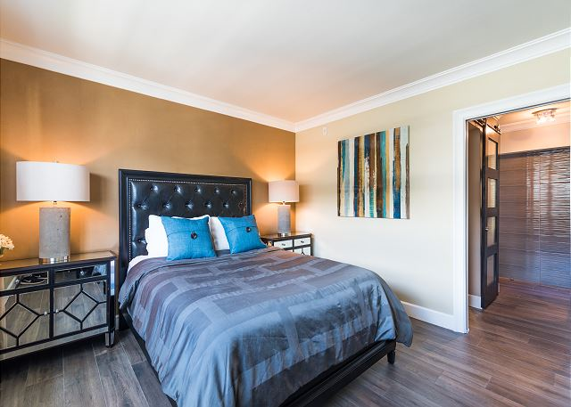 Queen bedroom with city views and smart tv!