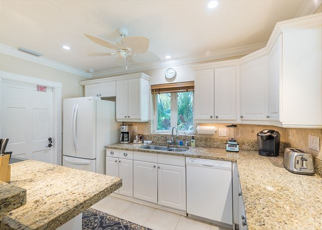 Light and Bright Open Kitchen!