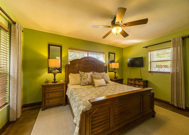 Master King Bedroom with Tempurpedic Mattress!