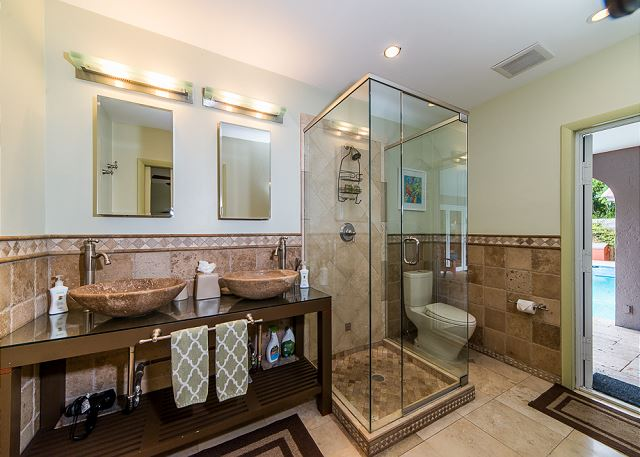 Stunning Master Bath with Access to Pool!
