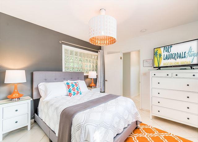 Queen Guest Bedroom with Smart TV!