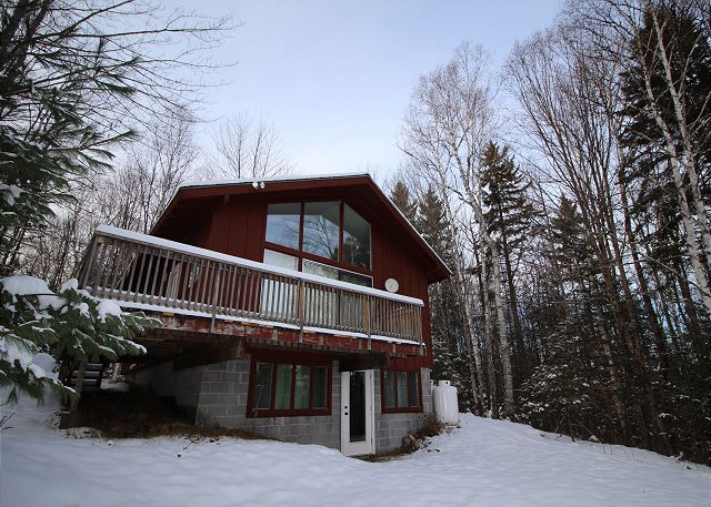 Perfectly nestled - and with a grand mountain view - lies Franconia's Little Red Cabin; a 2 bedroom, 1 bathroom, plus loft and furnished basement vacation rental.