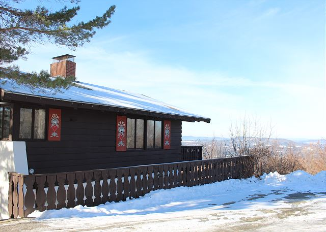 The SkyView Chalet is a 4 bedroom, 2 bath chalet located in the quaint Mittersill Village. Recently redone, you're sure to enjoy your home away from home here in the White Mountains!