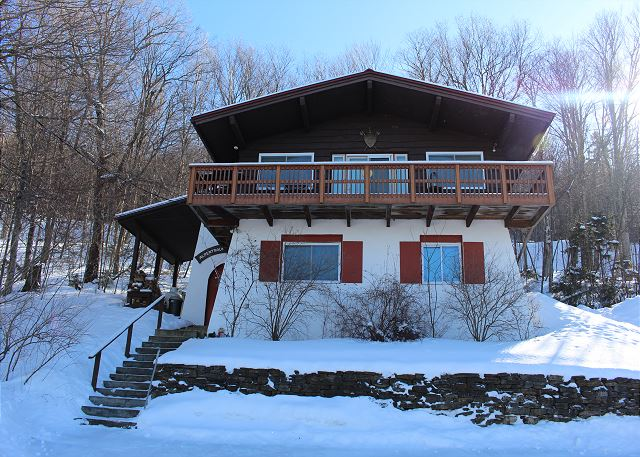 Set high on the hill, this impressive Mittersill Village Chalet is the perfect place to enjoy your White Mountain vacation.