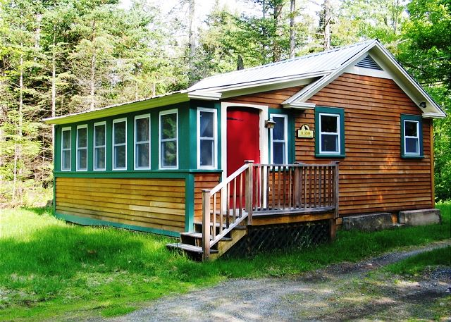 Just minutes from Cannon Mountain Ski Resort and the charming town of Franconia, you'll be close to all the area has to offer while relaxing in this quiet cottage in the woods.