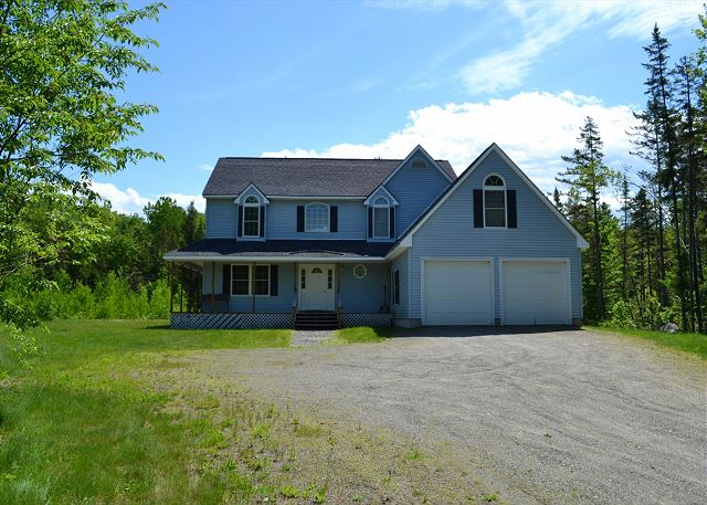 This home will make you feel like you are miles from everything, yet you will only be a short 5 minute drive from Franconia town center and Franconia Notch State Park!
