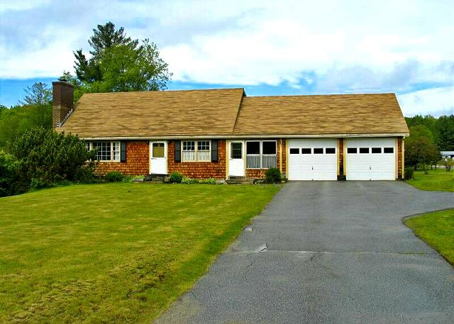 Located within walking distance of Franconia's town center, moments from I-93, and less than 6 miles from Cannon Mtn Ski Area, this professionally managed home is perfect for Winter excursions to NH's Franconia Notch State Park.