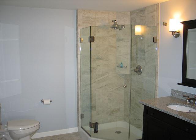 downstairs bathroom nearest the bedroom - Nearest Bathroom