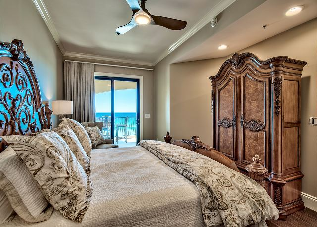 Master bedroom with NEW king mattress