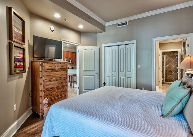 Adagio G105 Master bedroom with adjoining bathroom