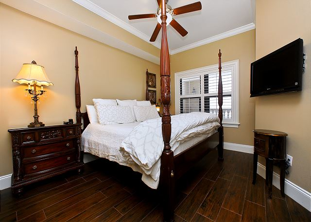 Second  King bedroom with NEW bedding