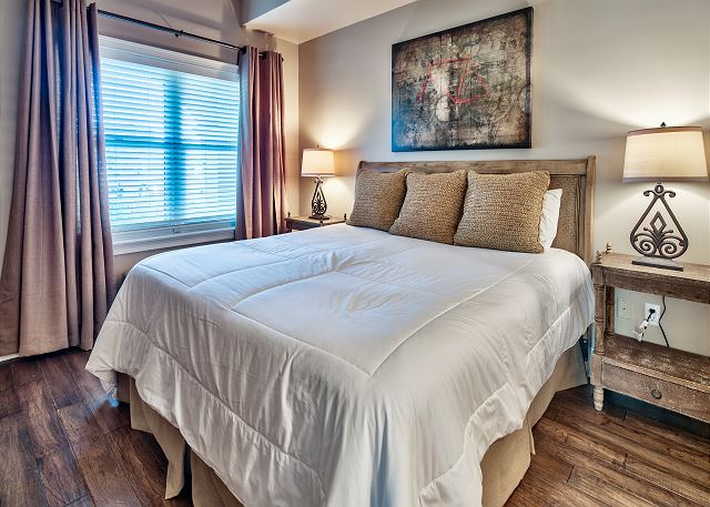 Adagio G105 second bedroom with king size bed