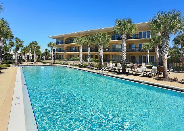 8,000 Square foot pool