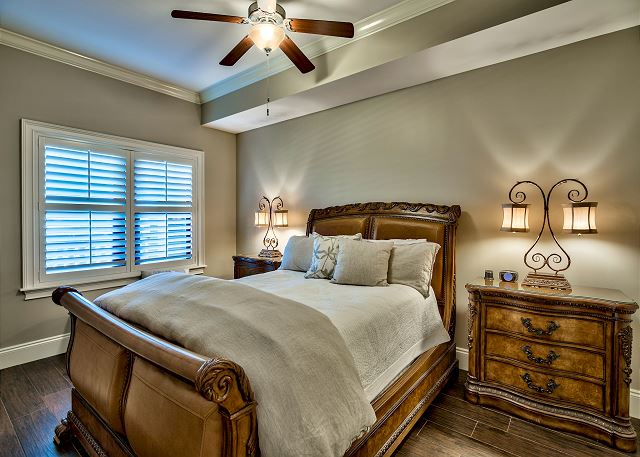 Fourth bedroom with queen size bed and adjoining bathroom