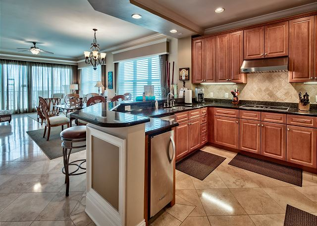 Kitchen with gas grill/ice maker