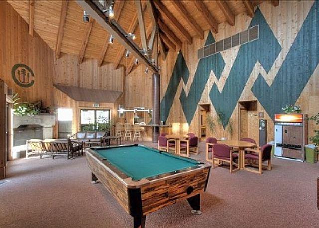 Lodge w/Pool Table