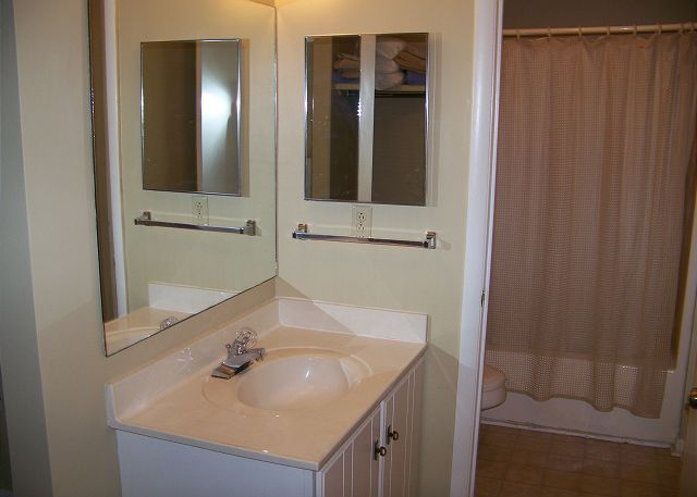 SeaGrove107-Bathroom1