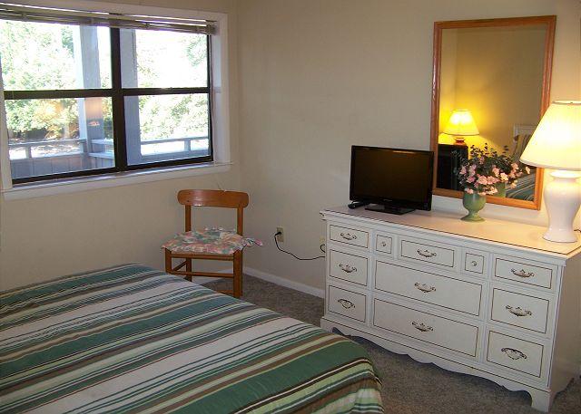 SeaGrove107-Bedroom2