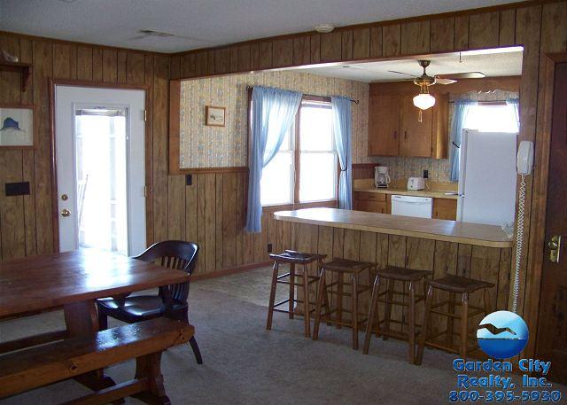 Inlet Joy - Kitchen/Dining Area