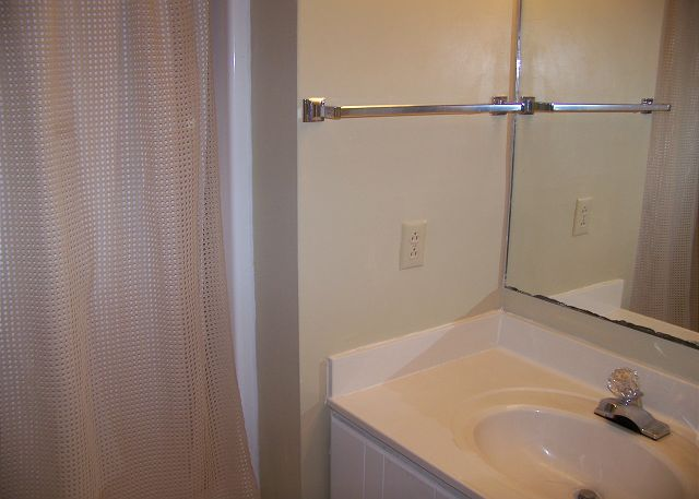 SeaGrove107-Bathroom2
