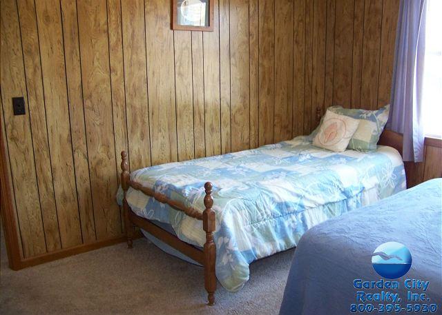 Inlet Joy - Bedroom 2
