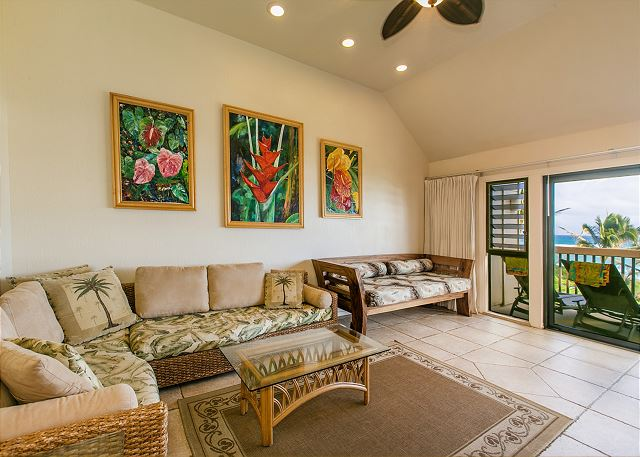 Living Room opens to the outdoor lanai area