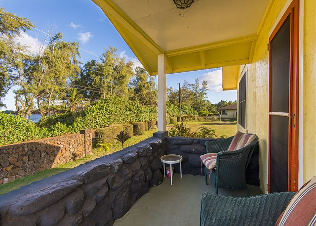 Enjoy a cup of coffee or tea in the morning as you watch the sunrise or relax with evening moon rise views.