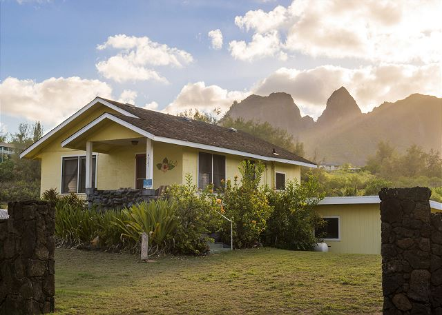 Vintage Planation Cottage on Aliomanu Bay.  Enjoy majestic Kalalea Mountain views and ocean views from this cozy beach cottage.