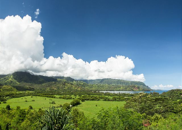 Scenic lookout on the way to Hanalei.
