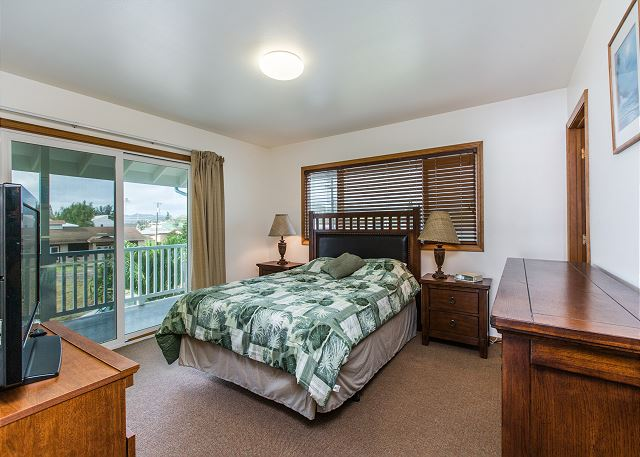 Air Conditioned En-Suite Master Bedroom, Queen Bed, lanai