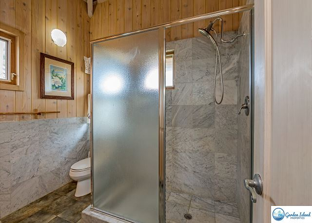 Bungalow Bathroom with Shower