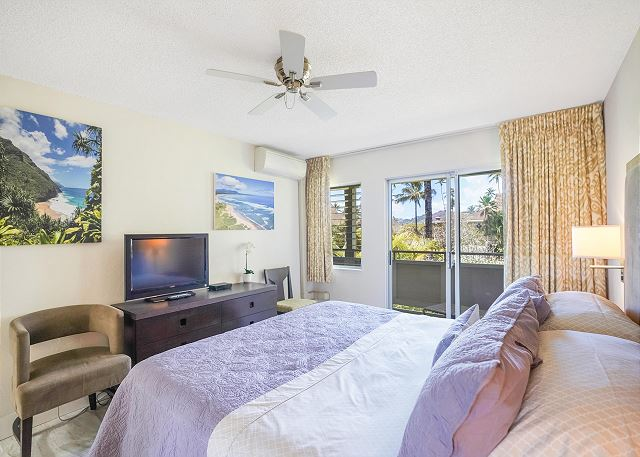 King Bed and Cable TV in Bedroom, Sliding Doors to Lanai